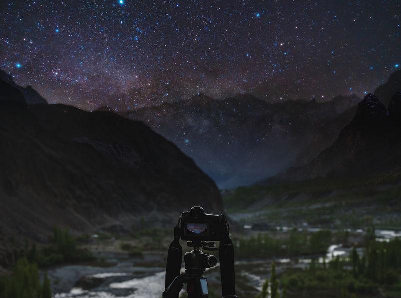 Fotografia nocturna de montaña