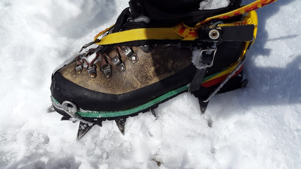 the snowshoes gift for trekking