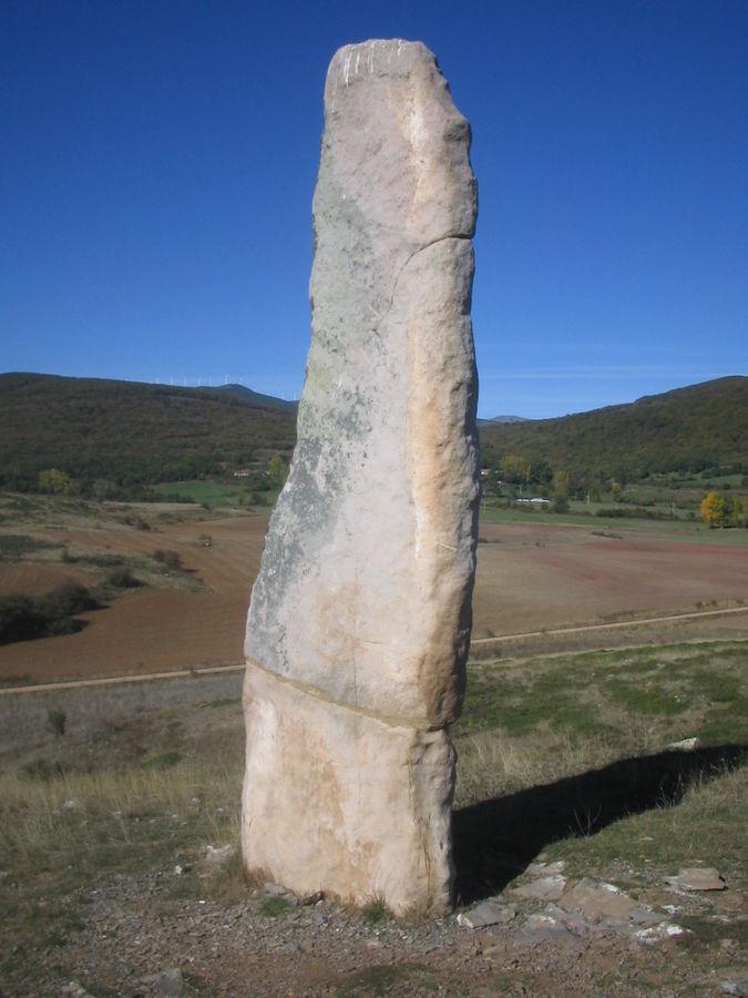 Menhir prehistórico llamado El Cabezudo, en Valdeolea (Cantabria).