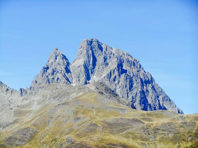 Pico de Midi d'Ossau Parque Nacional Los Pirineos Francia Senderismo