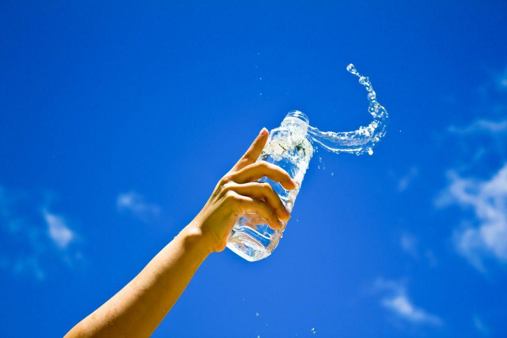 Hidratación en verano al hacer senderismo