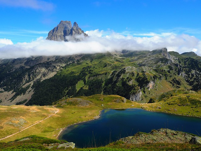 Hiking through Midi d'Ossau routes and paths
