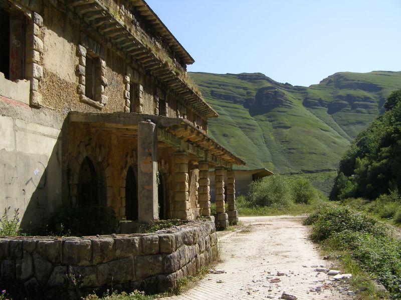 Passage along the Ribera de Yera hiking trail, Cantabria.