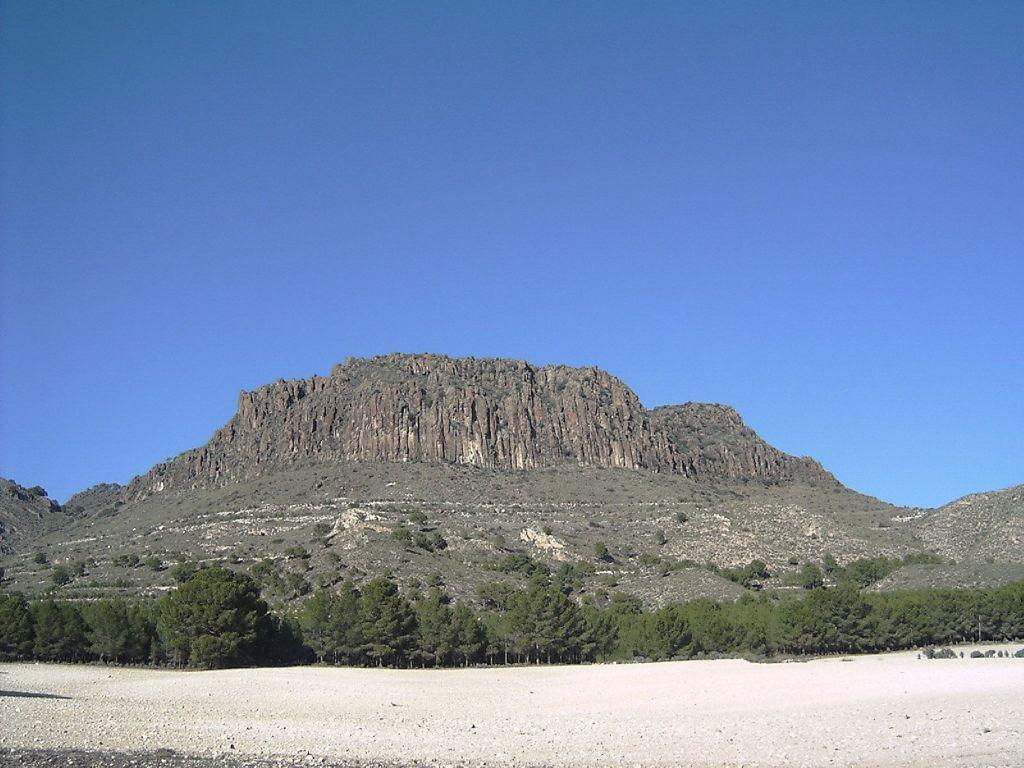 El pitón volcánico de Cancarix